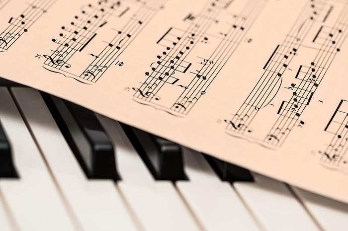 πιάνο και παρτιτούρα
