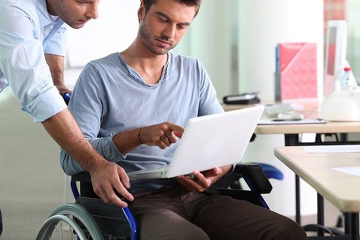 Φοιτητής με αναπηρία και εθελοντής