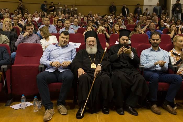 Ο Κώστας Βουρδάνος με τον Βαγγέλη Αυγουλά και ιερείς
