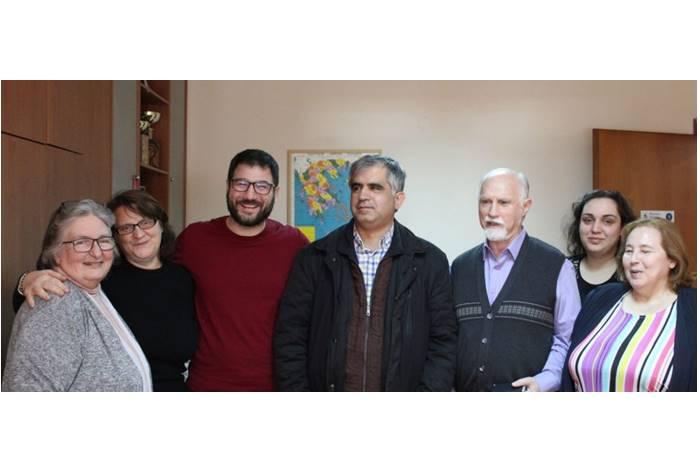 Ο Νάσος Ηλιόπουλος με τον Πρόεδρο της ομοσπονδίας Νίκο Γιαλλούρη, τον Ηλία Μαργιόλα, την Βιβή Τσαβαλιά, την Ζωή Γερουλάνου και υπαλλήλους της Ομοσπνδίας