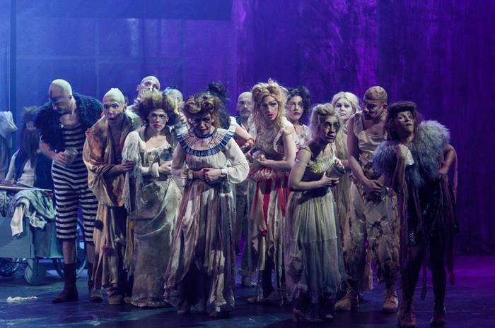 Φωτογραφία ηθοποιών από την παράσταση