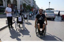ο Αντώνης Τσαπατάκης με το αμαξίδιο του στη δράση