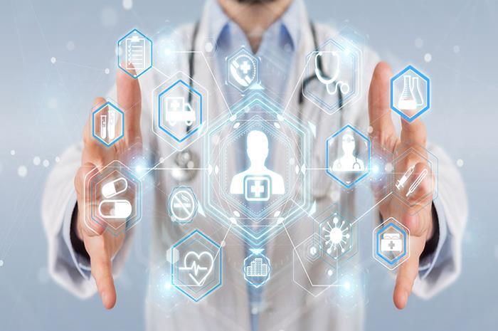 χέρια γιατρού που κλείνει μέσα του εικονίδια τεχνολογίας