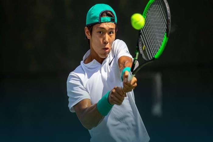 Ο Ντακχι Λι παίζει τέννις
