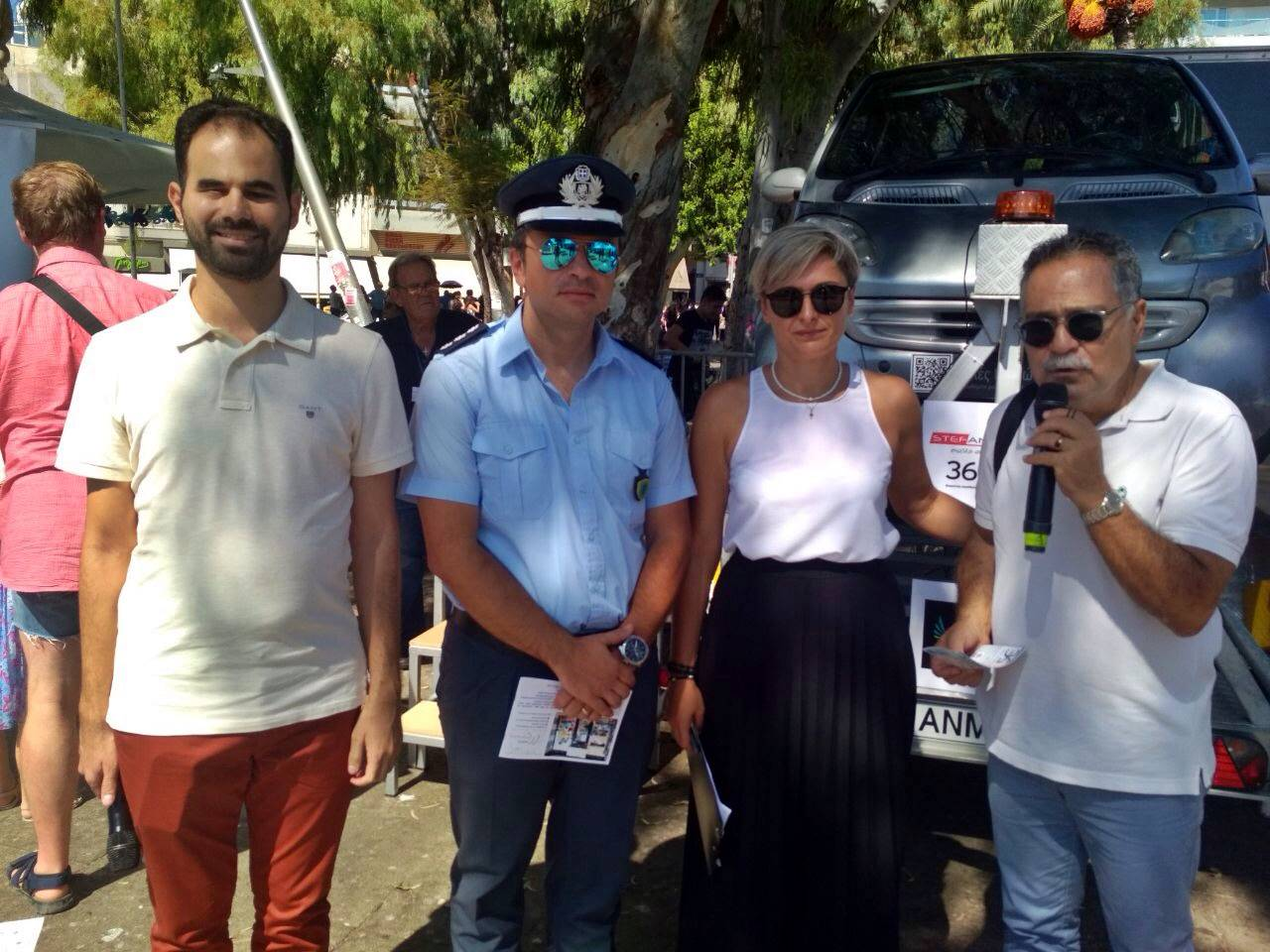 η Ελένη και ο Βαγγέλης με τους: Στέλιο Καρακουδάκη και Γιάννη Λιονάκη