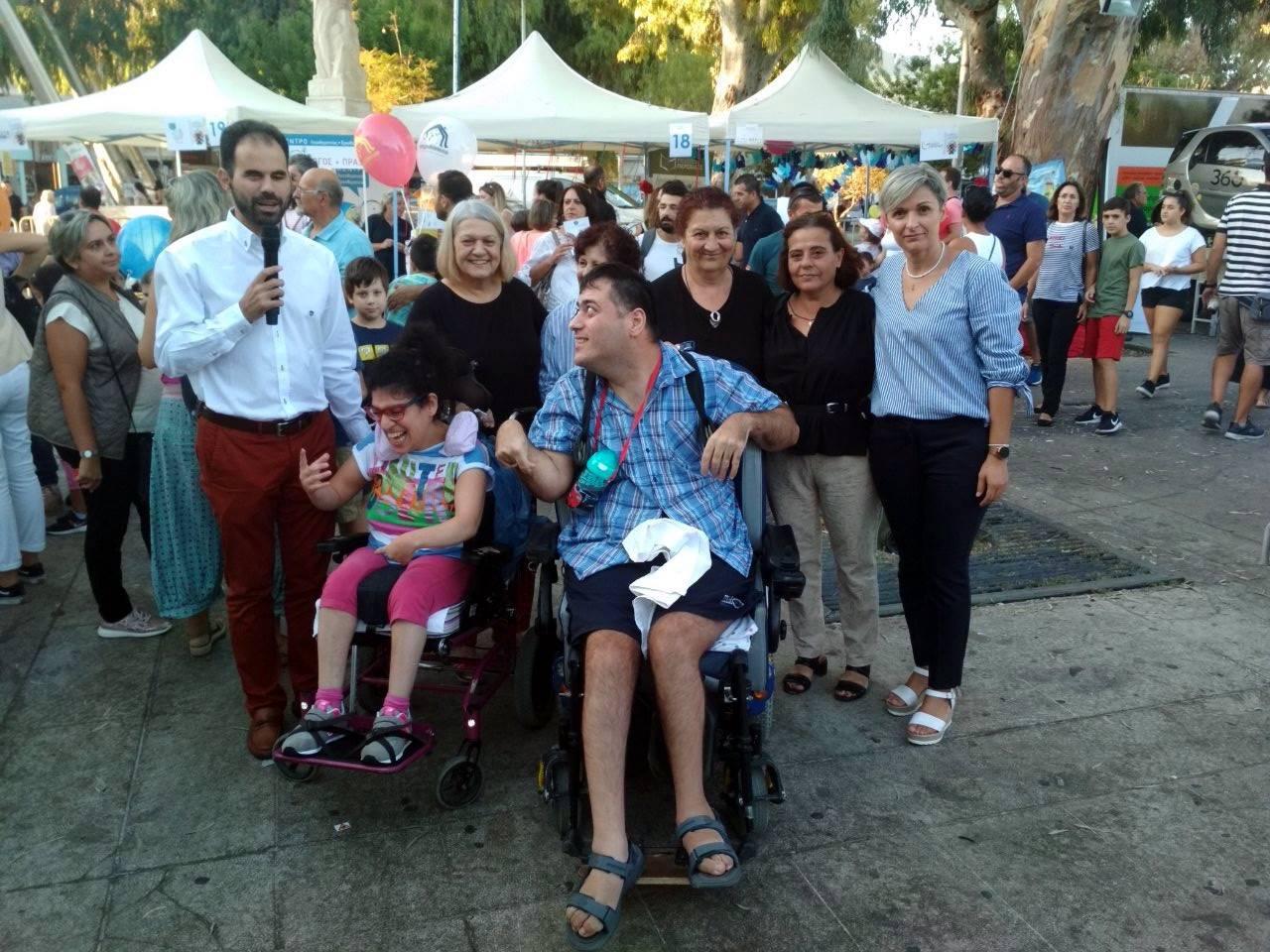 Ο Βαγγέλης Αυγουλάς και η Ελένη Δαργαντή με Σύλλογο ΑμέΑ Δικαίωμα στη Ζωή