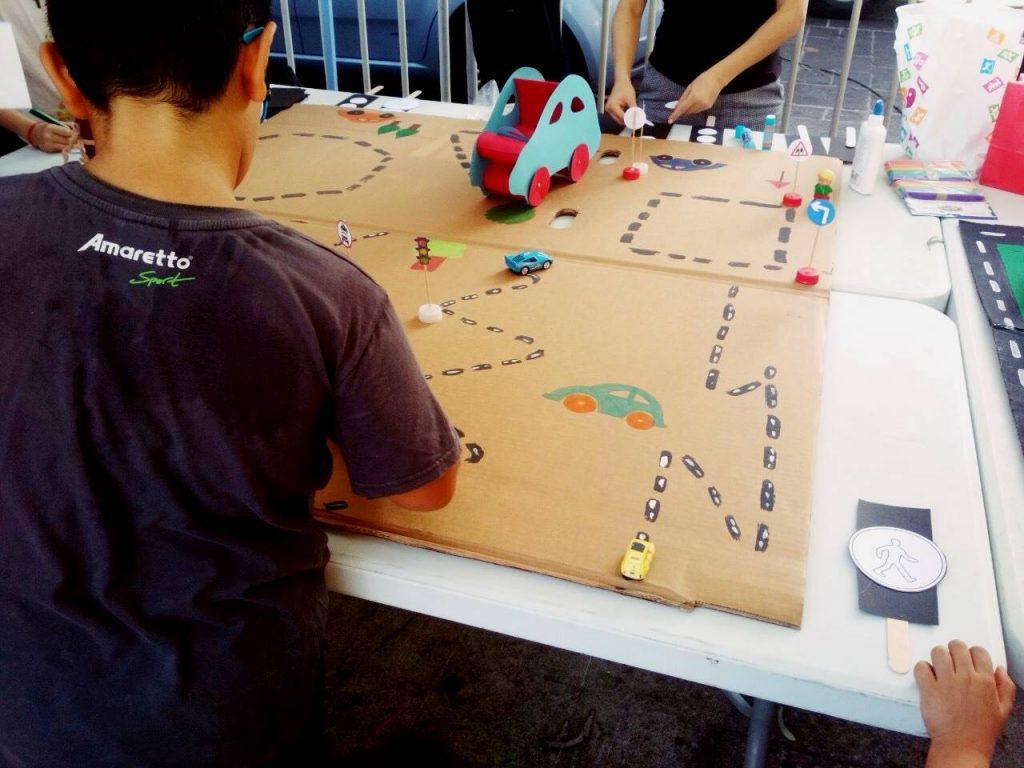 χάρτινο παιχνίδι παιδιών με σήματα