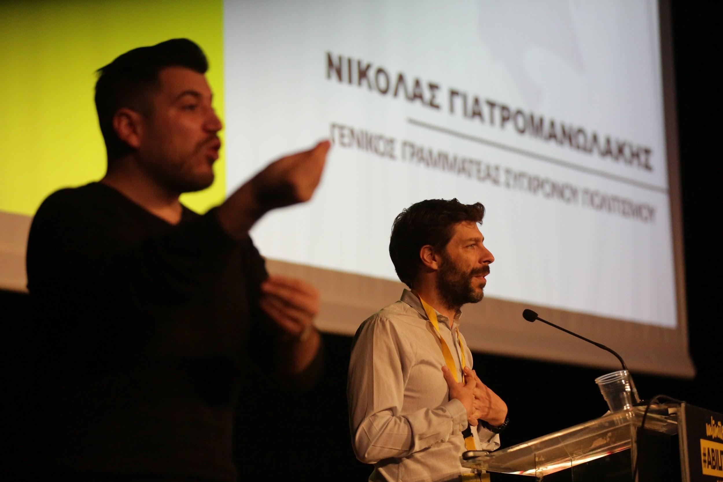 Ο Νικόλας Γιατρομανωλάκης με διερμηνέα τον Γιώργο Στάθη