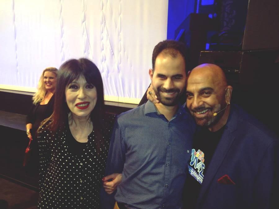 Ο Βαγγέλης Αυγουλάς με δύο από τους πρωταγωνιστές της παράστασης: την Άβα Γαλανοπούλου και τον Γιάννη Ζουγανέλη