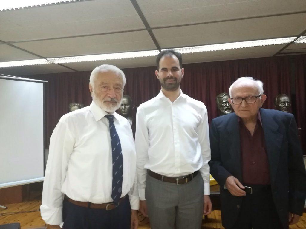 Ο Βαγγέλης Αυγουλάς με τον Λαυρέντιο Δελλασούδα και τον αντιπρόεδρο της εταιρείας ελλήνων λογοτεχνών