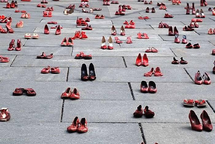 γυναικεία κόκκινα παπούτσια όλων των τύπων