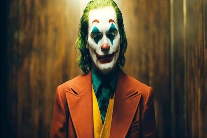 o Χοακίν Φίνιξ ως Joker στην ταινία