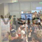 κόσμος από την παρουσίαση προγράμματος στη Θεσσαλονίκη και λογότυπο e-vision
