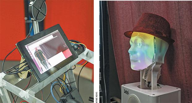 Οθόνη ρομποτικού βοηθού και ρομποτικό πρόσωπο που εκφράζει συναισθήματα