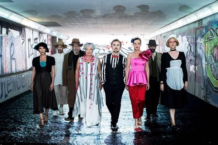 όλοι οι ηθοποιοί της παράστασης: Τάνια Τσανακλίδου, Θανάσης Τσαλταμπάσης, Αλεξάνδρα Παλαιολόγου, Βασίλης Χαλακατεβάκης, Ελένη Βαΐτσου, Αλέξανδρος Χούντας, Ειρήνη Κότσιφα, Διονύσης Στραβοράβδης