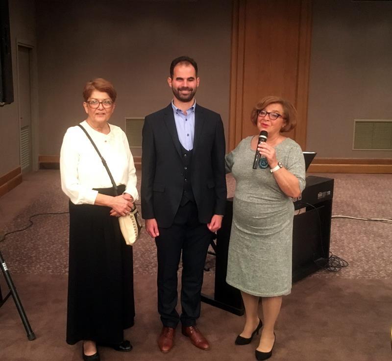 Ο Βαγγέλης Αυγουλάς με δύο από τις διοργανώτριες Ελένη Παγκρατίου και την κα Αλέγκρα