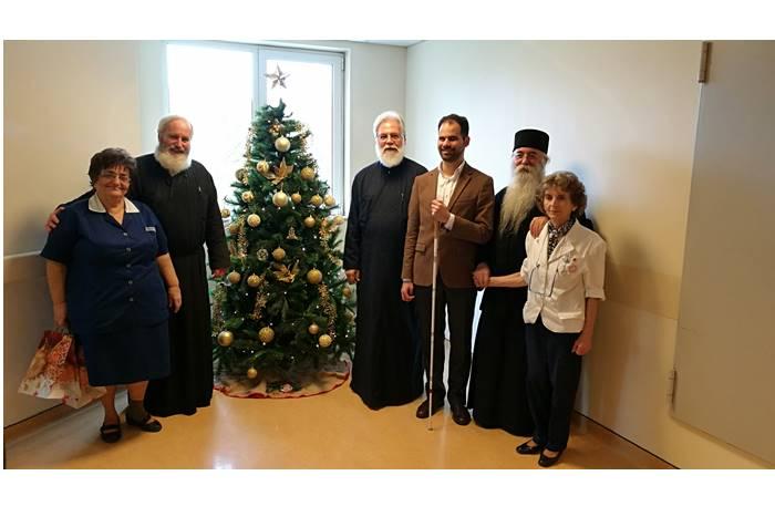 Ο Σεβασμιότατος στο Ογκολογικό Νοσοκομείο «Άγιοι Ανάργυροι» συνοδευόμενος από τον Πανοσιολογιότατο Αρχιμανδρίτη Γαβριήλ Ασπρολούπο, τον Εφημέριο του Νοσοκομείου, Πρωτοπρεσβύτερο κ. Ιωσήφ Έκερτ, τη Διευθύνουσα του Νοσοκομείου κα Μαρία Φιλιππάτου και την Τομεάρχη και και καθηγήτρια θεωρητικών εφαρμογών στο ΤΕΙ Νοσηλευτικής Αθηνών κα Δήμητρα Δημομελέτη και τον Δημοτικό Σύμβουλο Ιλίου Βαγγέλη Αυγουλά.