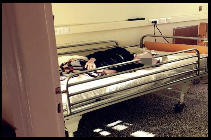 ασθενής πάνω σε κρεβάτι σε θάλαμο