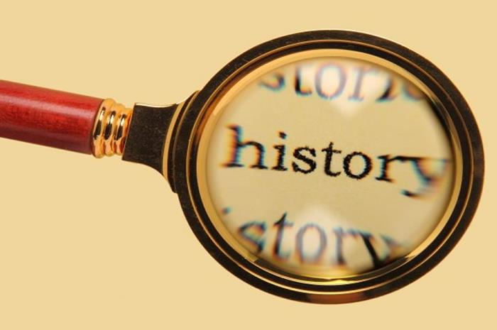μεγεθυντικός φακός που γράφει μέσα τη λέξη hisotry