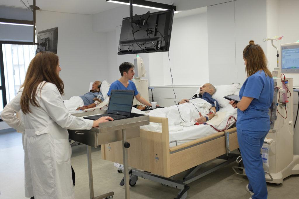 ασθενής στην αιμοκάθαρση και προσωπικό