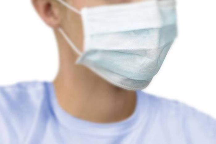 Πρόσωπο με ιατρική μάσκα