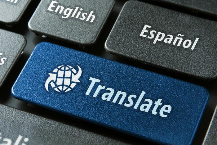 πληκτρολόγιο και πλήκτρο που γράφει μετάφραση