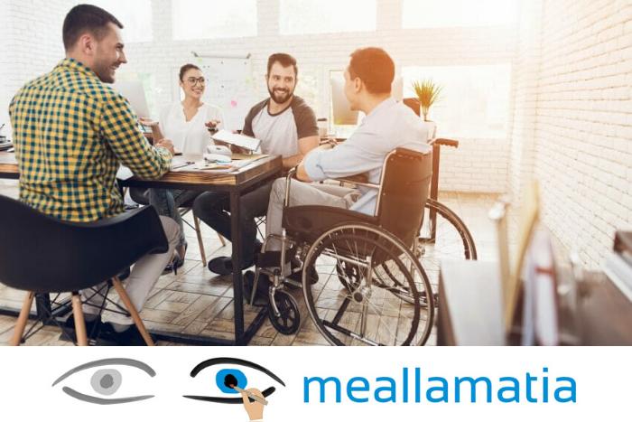 ομάδα εργασίας και άνδρας σε αναπηρικό αμαξίδιο