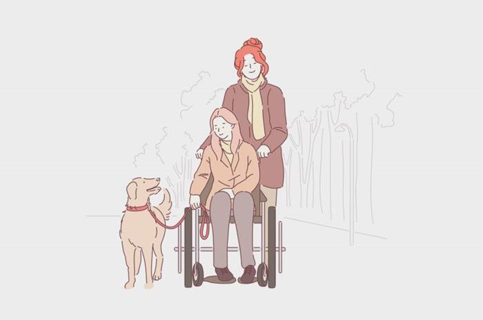 Γυναίκα συνοδεύει παιδί σε αμαξίδιο. Το παιδί κρατάει λουρί σκύλου.