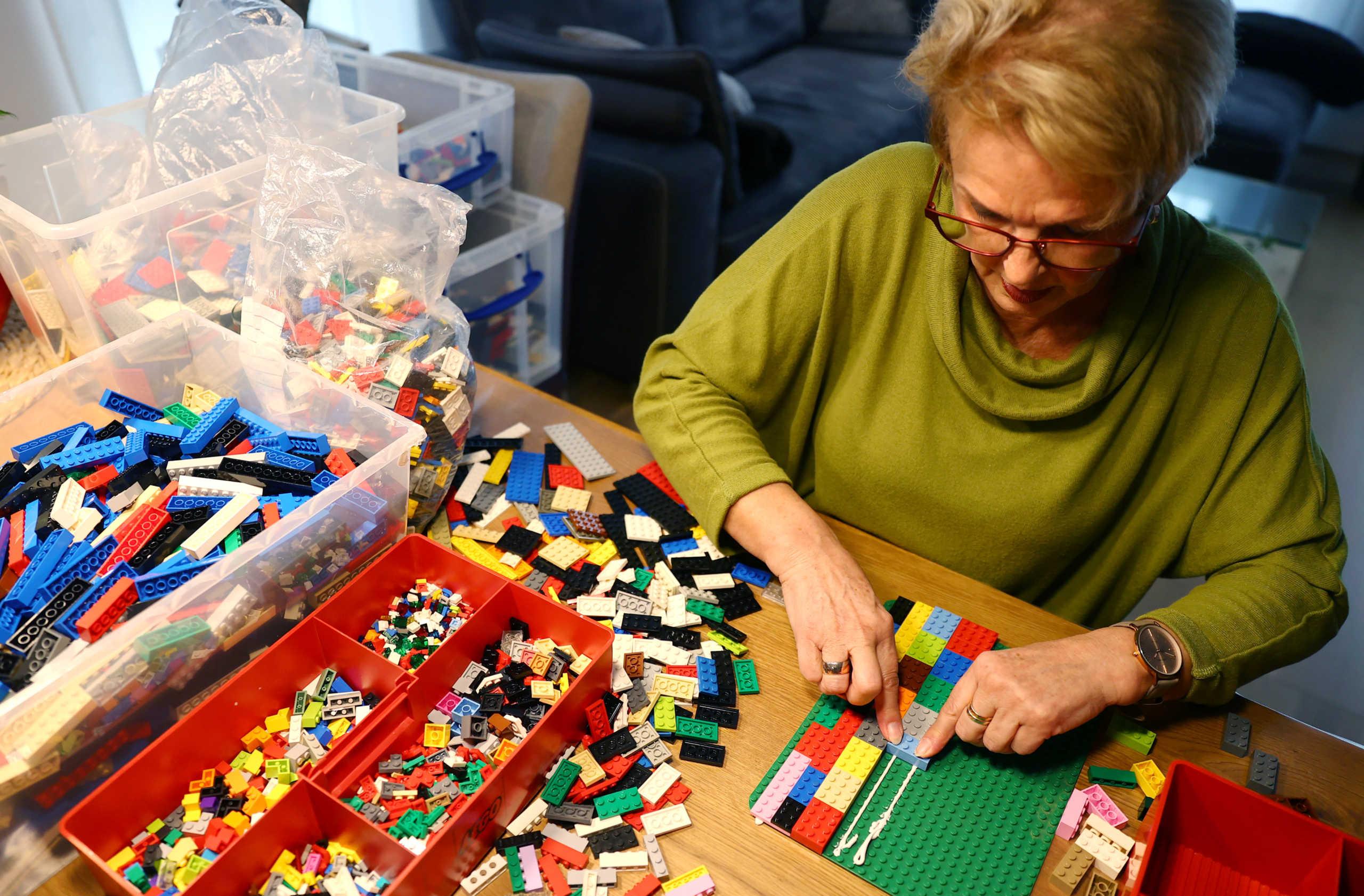 Η Ρίτα Έμπελ ενώ φτιάχνει τις ράμπες