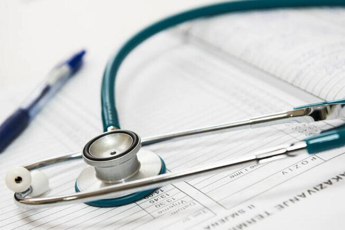 ιατρικά ακουστικά και έντυπο συνταγής