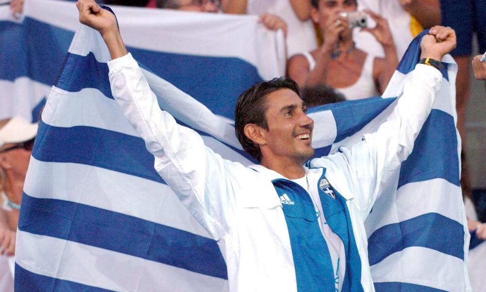Ο Νίκος Κακλαμανάκης με την Ελληνική Σημαία