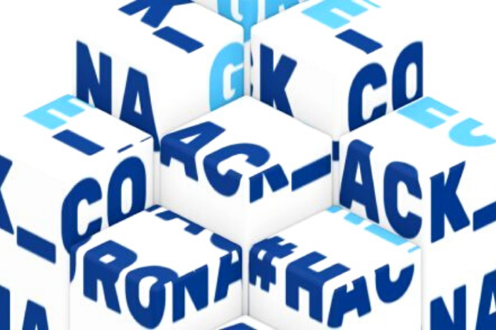 κύβοι με την ονομασία του Κορωνοϊού HackCoronGreece