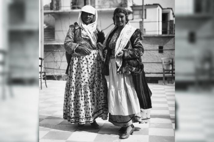 δύο γυναίκες ΡΟΜΑ
