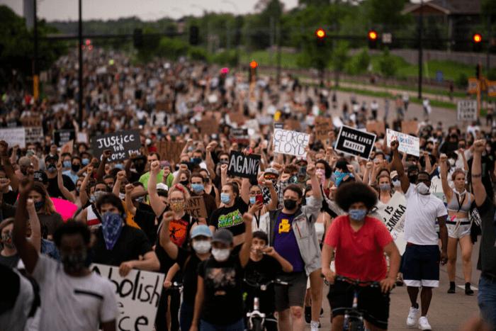 φωτογραφία από διαμαρτυρία στη Μινεσότα