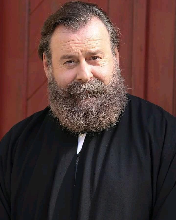 Ο Κωστής Σαββιδάκης ως Παπα-Γρηγόρης στις άγριες Μέλισσες