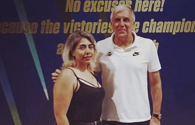 Η Νεσρίν Ακιούζ με τον Ζοτς