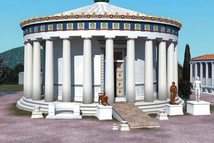 Μακέτα αρχαίου ναού με ράμπα
