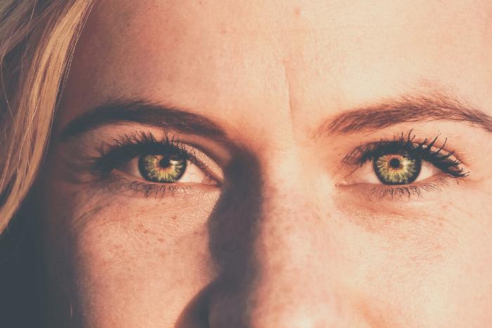 Κοντινό σε γυναικεία μάτια