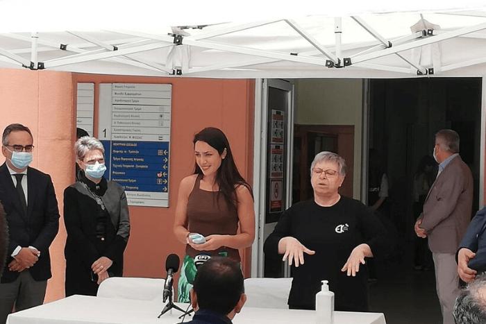 Η Δόμνα Μιχαηλίδου στην έναρξη του σταθμού βιντεοεπικοινωνίας