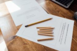χαρτιά και μολύβια