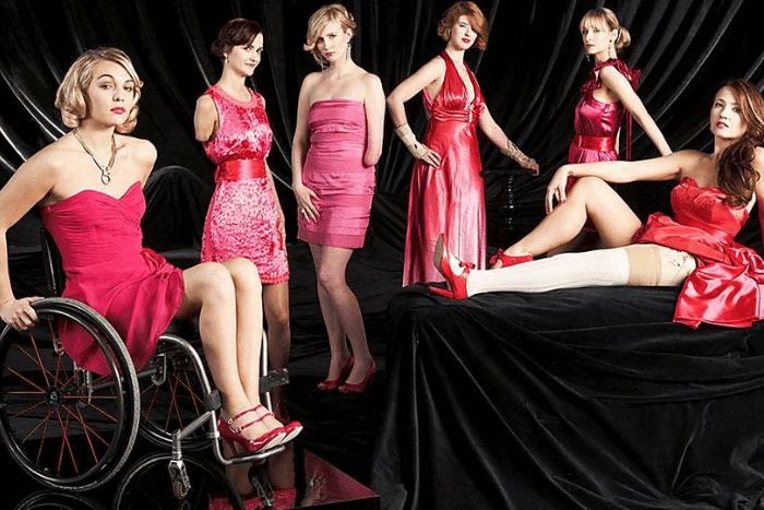 έξι μοντέλα με αναπηρία από το ριάλιτι Next Top Model