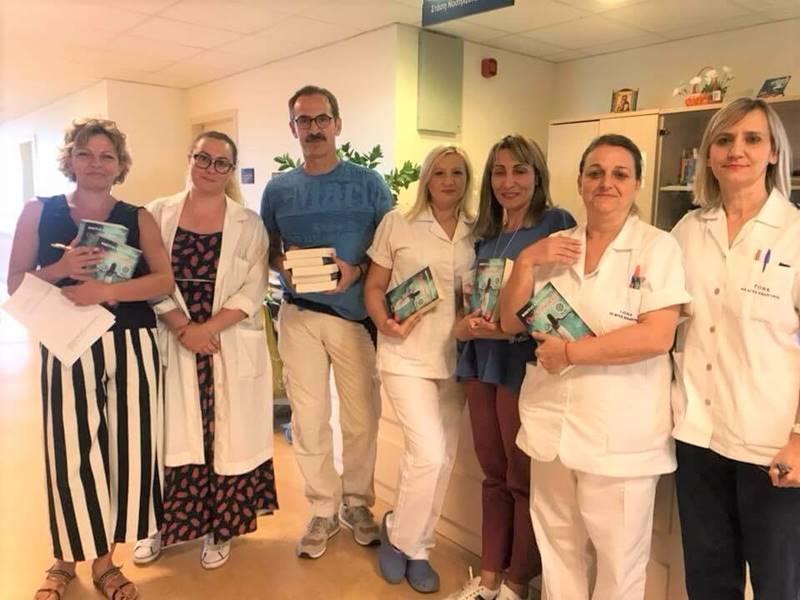 Παράδοση βιβλίων στο Ογκολογικό Νοσοκομείο Κηφισιάς Άγιοι Ανάργυροι