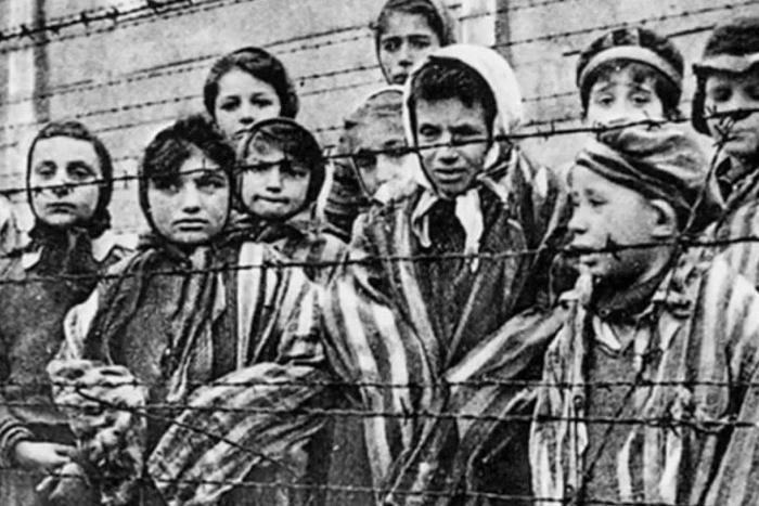 παιδιά με Ρομά στον Β' Παγκόσμιο Πόλεμο
