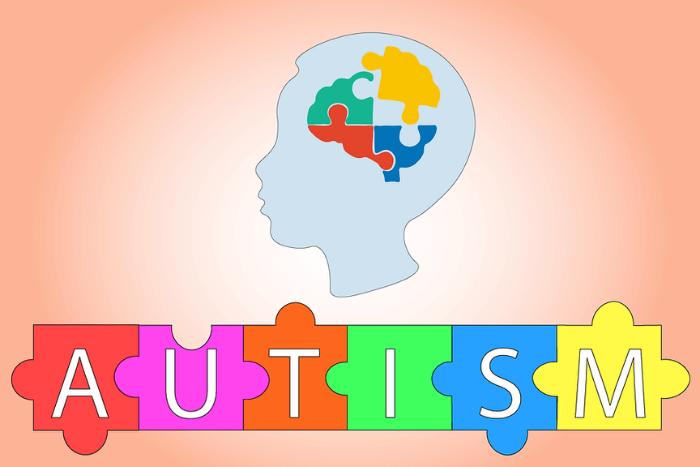 """Η Λέξη """"Autism"""" σε παζλ και εγκέφαλος ανθρώπου με χρωματιστά παζλ"""
