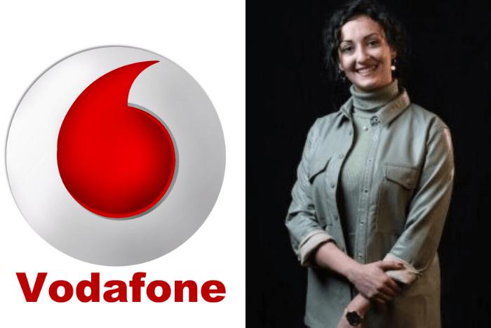 Η Φωτεινή Σαρρίδου και το λογότυπο της Vodafone
