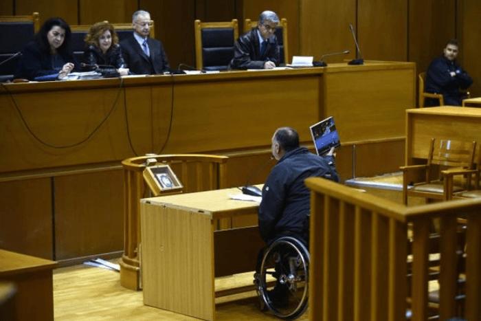 Ο Αντώνης Ρέλλας καταθέτει στη δίκη για τη χρυσή αυγή