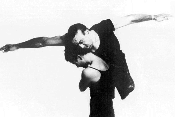 Ο Ντέιβιντ Τουλ χορεύει με παρτενέρ χωρίς αναπηρία