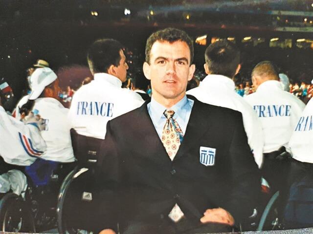 Ο Θανάσης Τσιβίλης στους παραολυμπιακούς αγώνες του Σίδνεϋ το 2000
