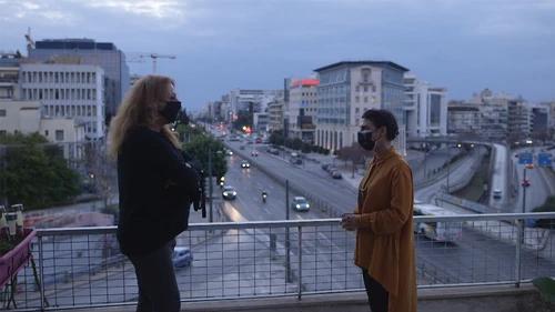 Η Άννα Απέργη με τη Νιόβη Αζίκου