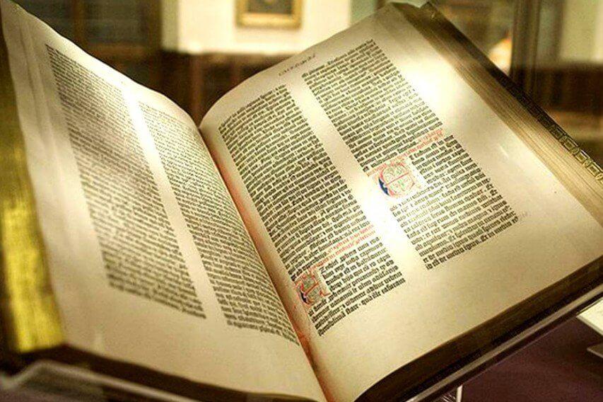 Η Βίβλος του Γουτεμβέργιο (ανοιγμένο βιβλίο)